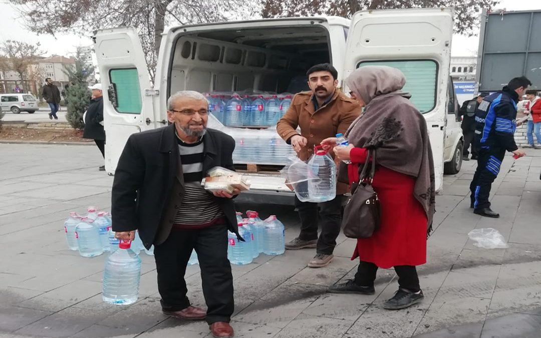 ANGİAD'dan depremzedelere yardım malzemesi